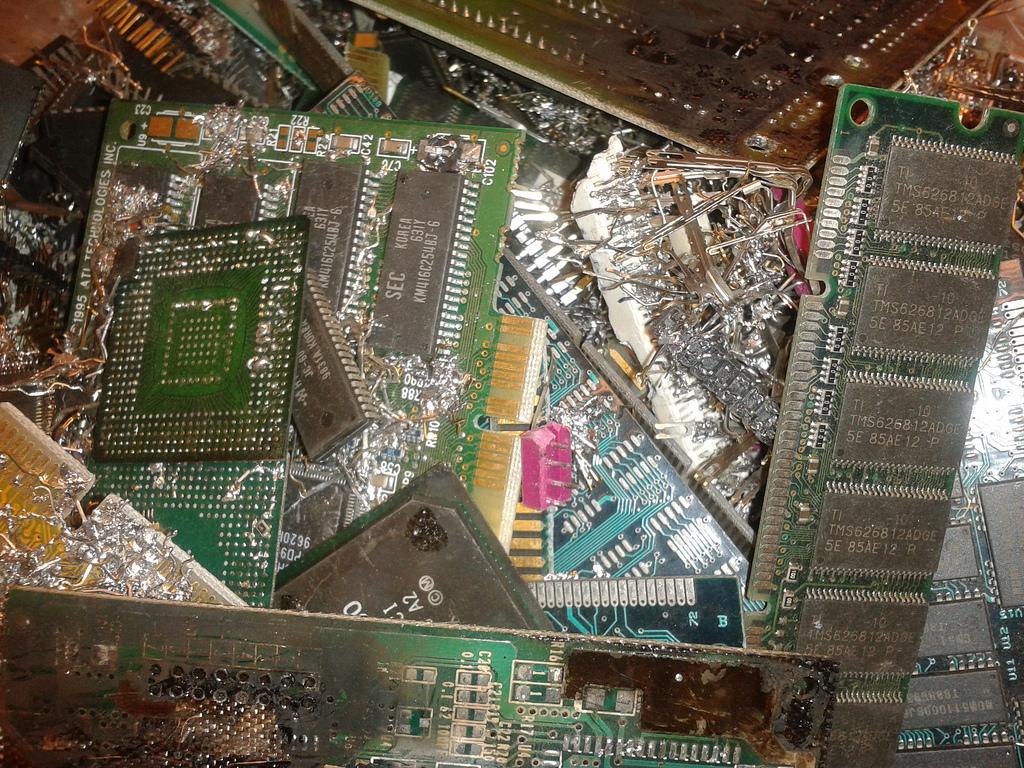 Góry nielegalnych e-śmieci