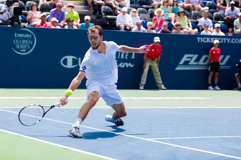 Jerzy Janowicz awansował do drugiej rundy tenisowego turnieju w Halle