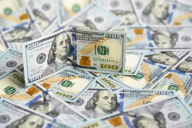 Michigan: Z pudełka wypadło na drogę 30 tysięcy dolarów