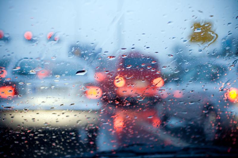 Odwołane loty, zalane drogi to efekt poniedziałkowych burz w Chicago