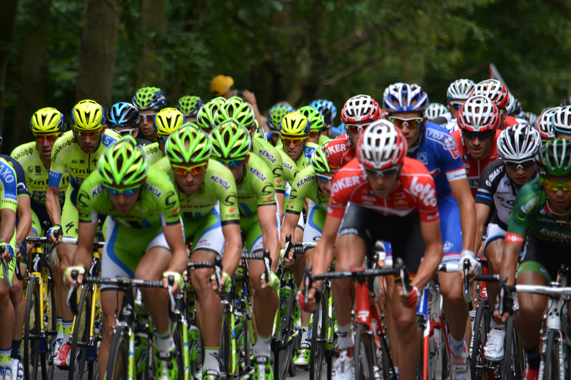 TdF: Cummings wygrał XIV etap; liderem Froome; szarża Gołasia