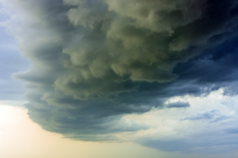 """Zjednoczone Emiraty Arabskie: Meteorolodzy """"sieją"""" chmury, by sztucznie wywołać deszcz"""
