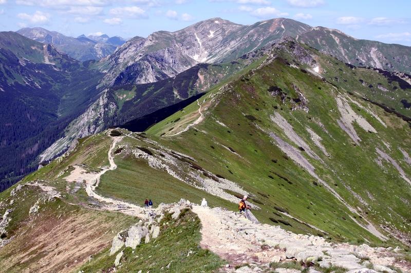 Ratownicy TOPR apelują o rozsądek w czasie górskich wycieczek. Dwa wypadki w Tatrach i interwencja śmigłowca