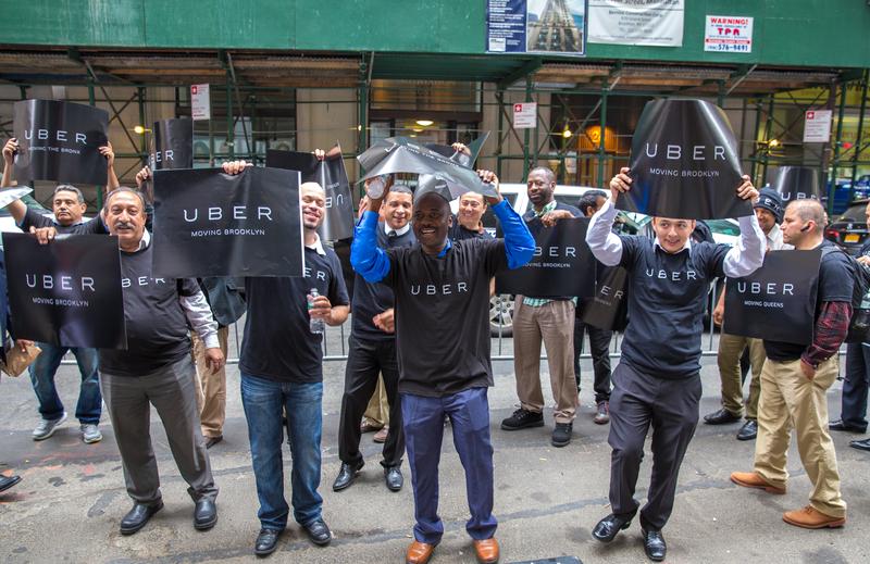 Taksówkarze Ubera mogą tworzyć związki zawodowe. Pierwsza taka decyzja w USA