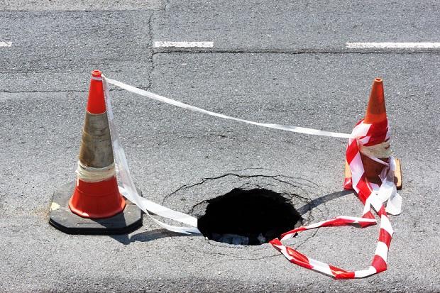 Mieszkańcy Detroit sami łatają dziury na drogach