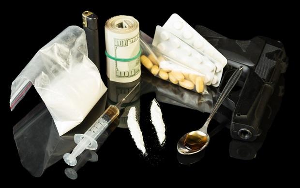 Chciał połknąć heroinę i crack, żeby ukryć je przed policją