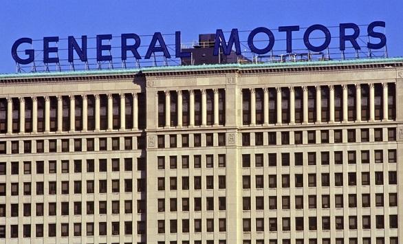 Kradzioną betoniarką staranował bramę przed budynkiem General Motors