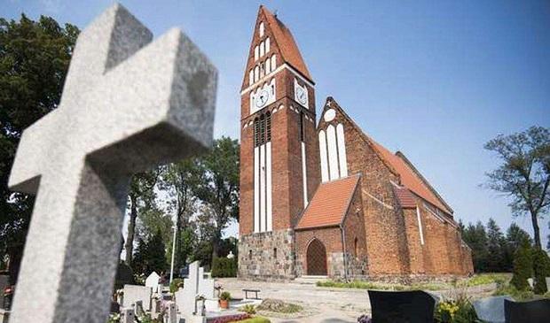 Pijany ksiądz odprawiał nabożeństwa w Papowie Toruńskim