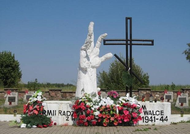 Podlaskie. Milejczyce. Cmentarz żołnierzy radzieckich zdewastowany