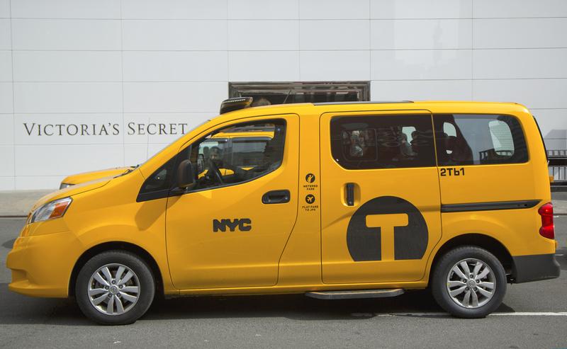 """Nissany NV200, czyli """"Taxi of Tomorrow"""" od wtorku zaczęły jeździć po Nowym Jorku"""