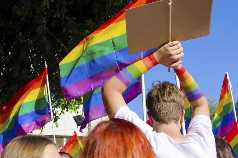 UE: Legalizacja związków jednopłciowych wprowadzana tylnymi drzwiami?