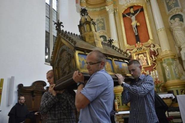 W Gnieźnie otwarto relikwiarz błogosławionej Jolenty
