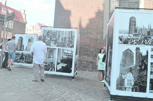 W poszukiwaniu archiwalnych zdjęć – album o kościele Mariackim