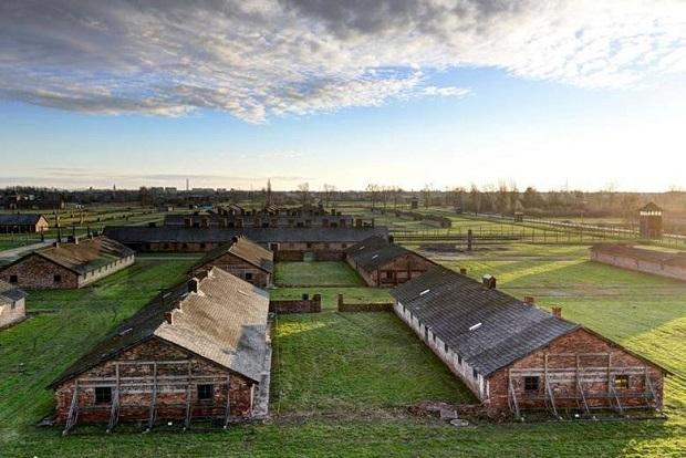 Prace konserwatorskie  baraków w Auschwitz-Birkenau