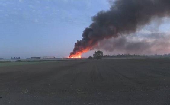 """Pożar w sortowni odpadów w Dąbrówce Wielkopolskiej. """"Dym jest toksyczny"""""""