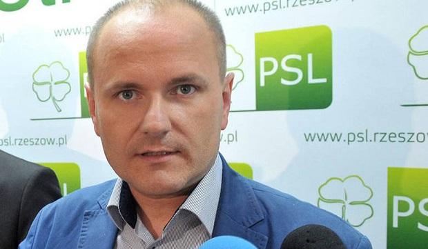 Pijany poseł Dariusz Dziadzio groził policjantom. W kajdankach trafił na izbę wytrzeźwień
