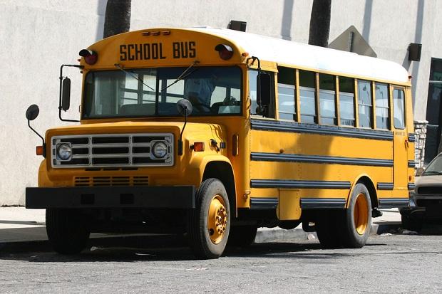 Wypadek autobusu szkolnego, 2 uczniów w szpitalu