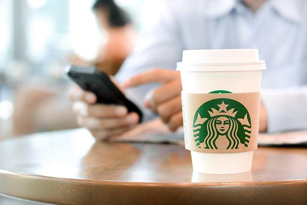 Starbucks wprowadza nową aplikację: zamawiasz skąd chcesz i odbierasz na miejscu