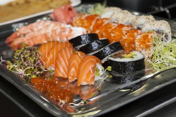 Naukowcy ostrzegają przed jedzeniem sushi