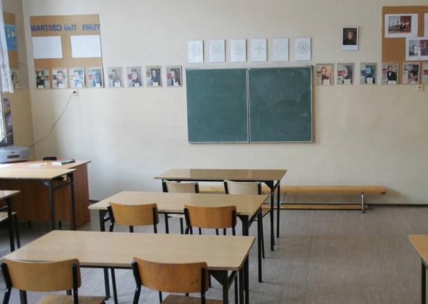 Rodzic zabarykadował się w klasie z nauczycielką. Zastrzeliła go policja
