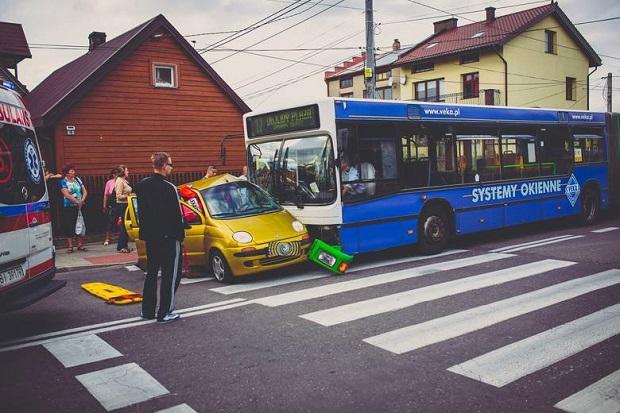 Białystok: Akcja ratunkowa po wypadku autobusu