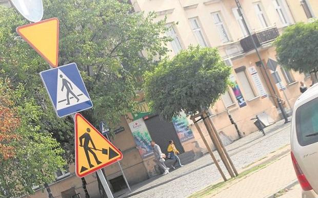 Oznakowanie ulic we Włocławku przypomina rebus