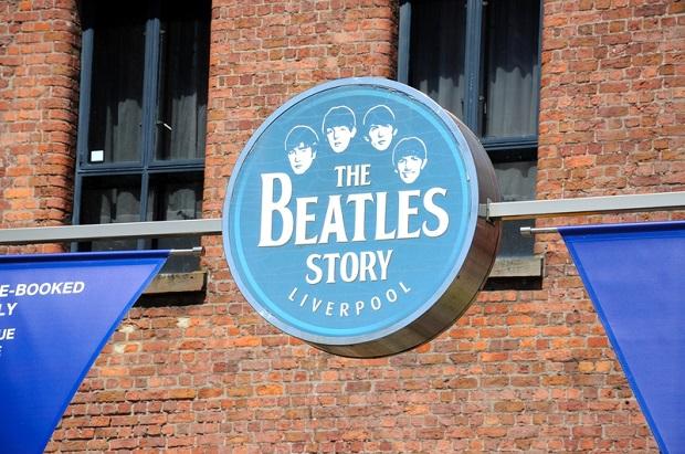 W Nowosybirsku zamalowano ścianę The Beatles