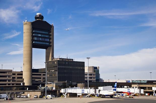 Pasażer lotu Boston-Chicago groził, że ma bombę