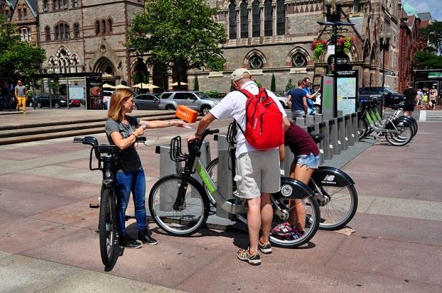 Bostończycy przerzucają się na rowery