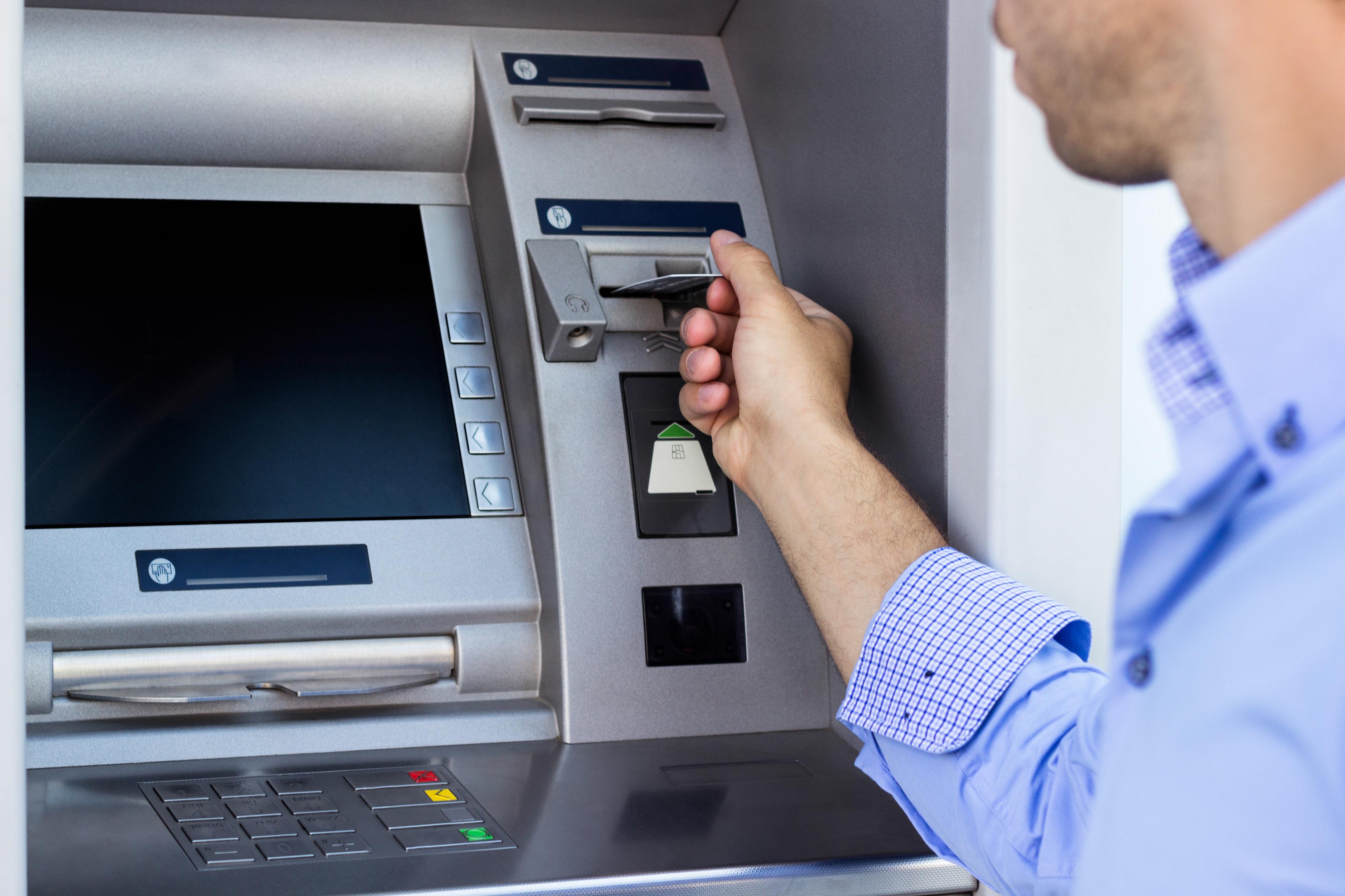 Zniszczył bankomat, bo wydał mu za dużo pieniędzy