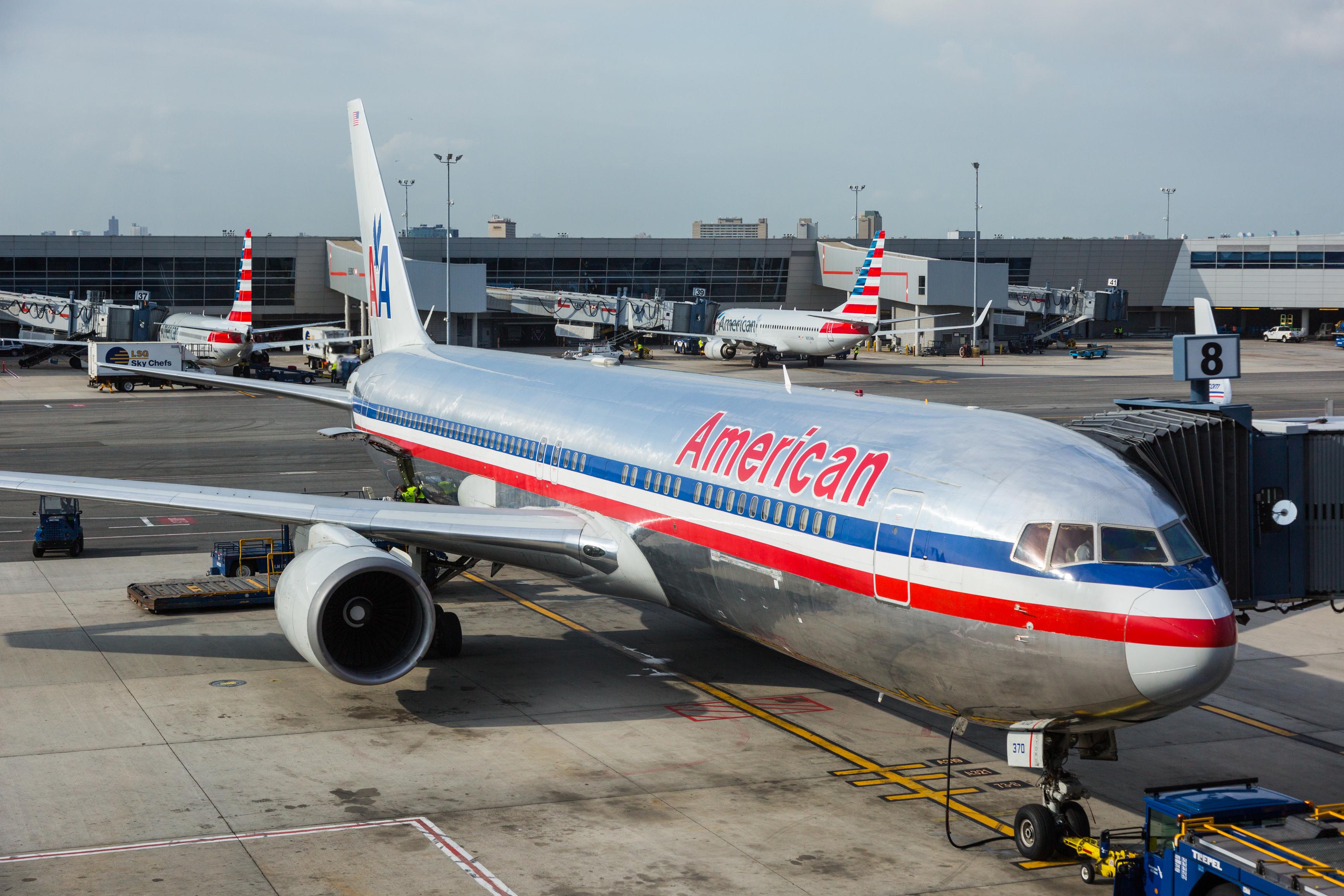 Samolot z Paryża przeszukany przez FBI. Przyczyną telefon bez właściciela