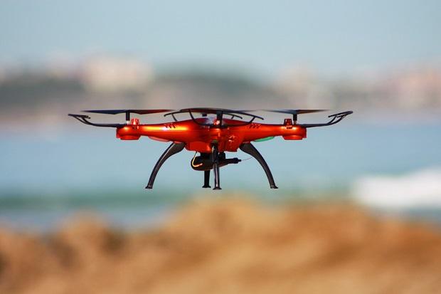 Para z Kalifornii dronem dostarczała narkotyki klientom