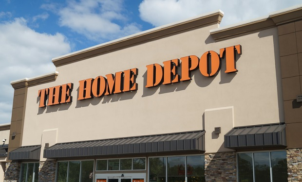 Uzbrojony mężczyzna postrzelony przez policjanta w Home Depot