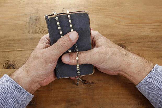 Małogoszcz – Ksiądz podejrzany o krzywdzenie nieletniej przyznał się do winy