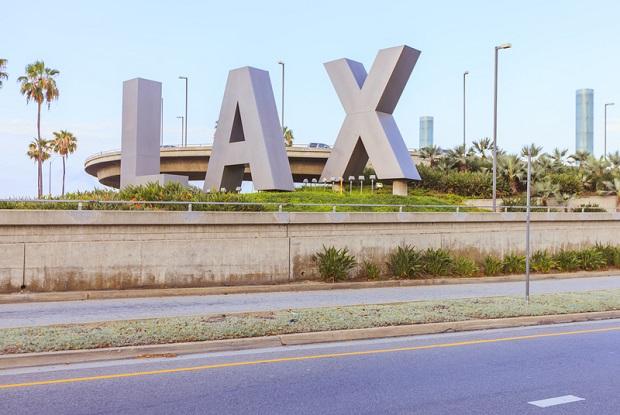 Heroina zawinięta w papier świąteczny na LAX