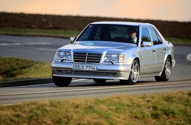 Mercedes E 500 kończy 25 lat (zdjęcia)