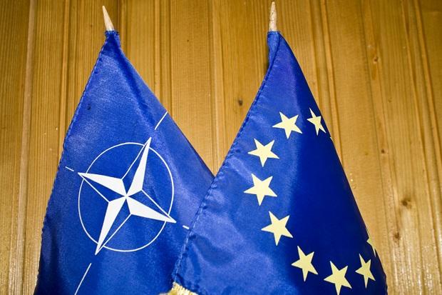 NATO potępia ataki w Turcji, UE wzywa do jedności w walce z terroryzmem
