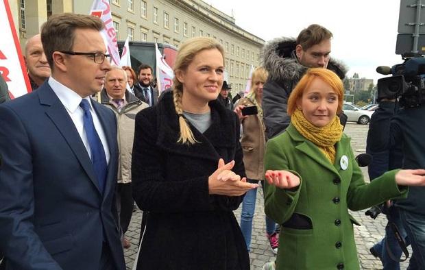 """Kampania """"Ratujmy Kobiety"""" rozpoczyna zbiórkę podpisów pod swoim obywatelskim projektem ustawy aborcyjnej."""