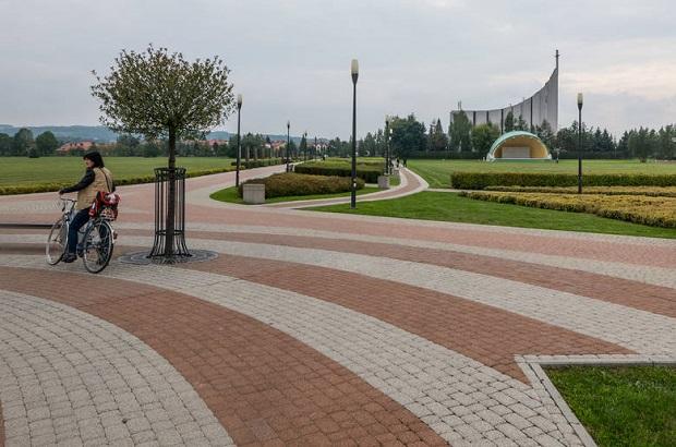 W niedzielę otwarcie Parku Papieskiego w Rzeszowie (zdjęcia)