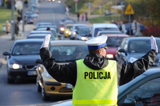 """Policja o trwającej akcji """"Znicz"""": Nie spada liczba kierowców siadających za kółkiem po alkoholu"""