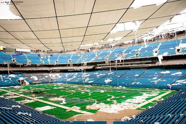 Stadion Silverdome wyburzony za drugim podejściem (wideo)