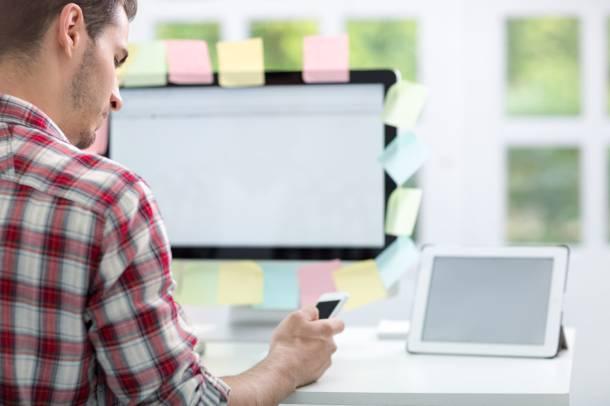 Ile małe i średnie firmy przeznaczają średnio swych przychodów na nowe technologie?