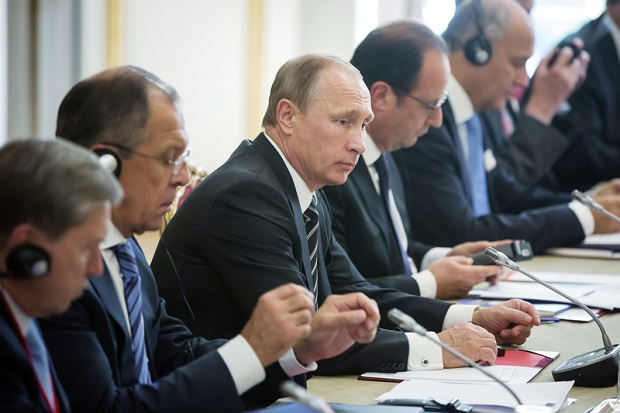 Władimir Putin będzie współpracować z koalicją w Syrii, ale wciąż grozi Turcji