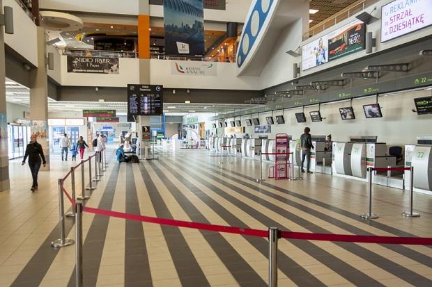 Pasażerowie na lotnisku w Pyrzowicach będą kontrolowani przez… Pocztę Polską