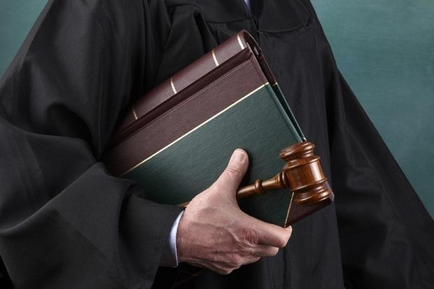 Ksiądz, który przywłaszczył sobie pół miliona dolarów, skazany na 27 miesięcy