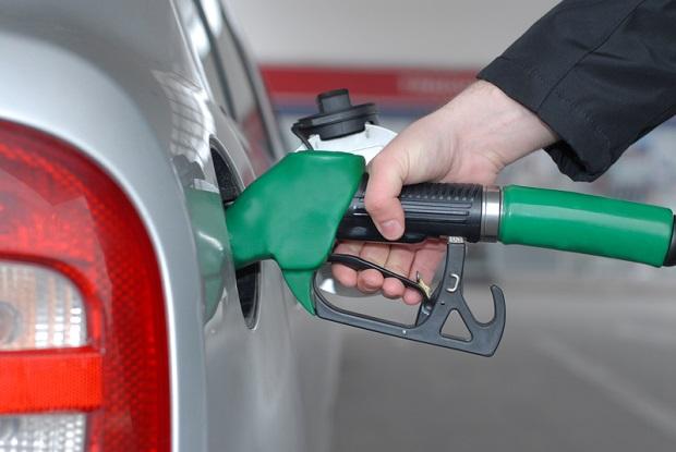 Ceny paliw w dalszym ciągu spadają