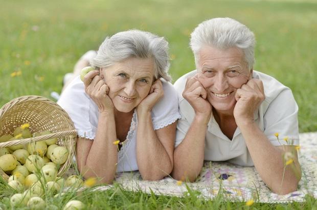 Amerykańscy naukowcy zapewniają: Uśmiech i brak stresu receptą na długowieczność