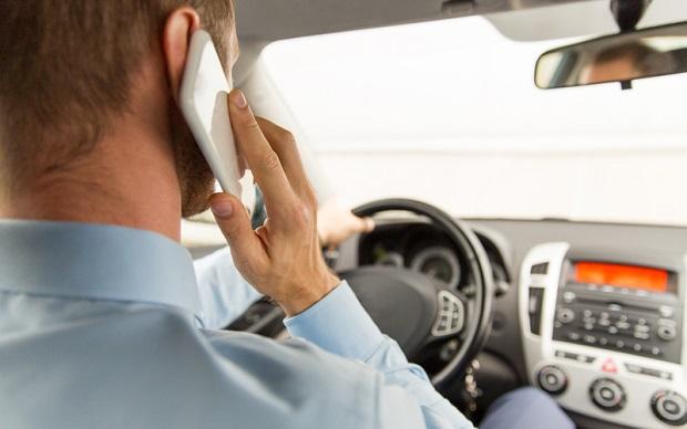 Policja w stanie Waszyngton zaczyna karać za używanie telefonów w trakcie jazdy