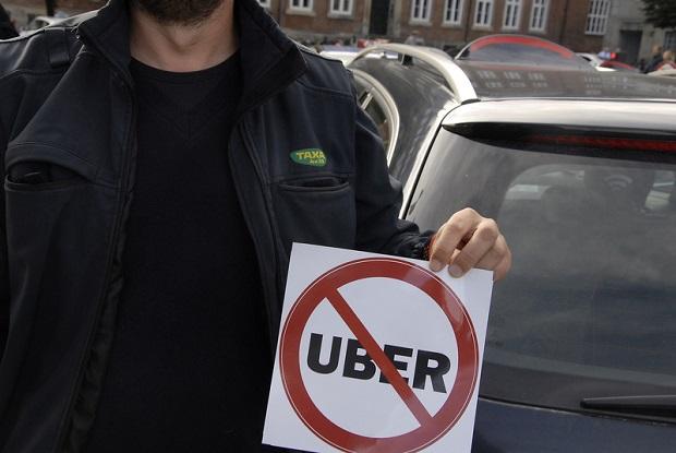 """Uber """"pożera"""" taksówkarzy"""