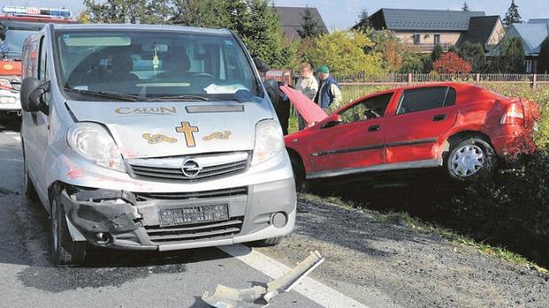 Wypadek na zakopiance, auto uderzyło… w karawan